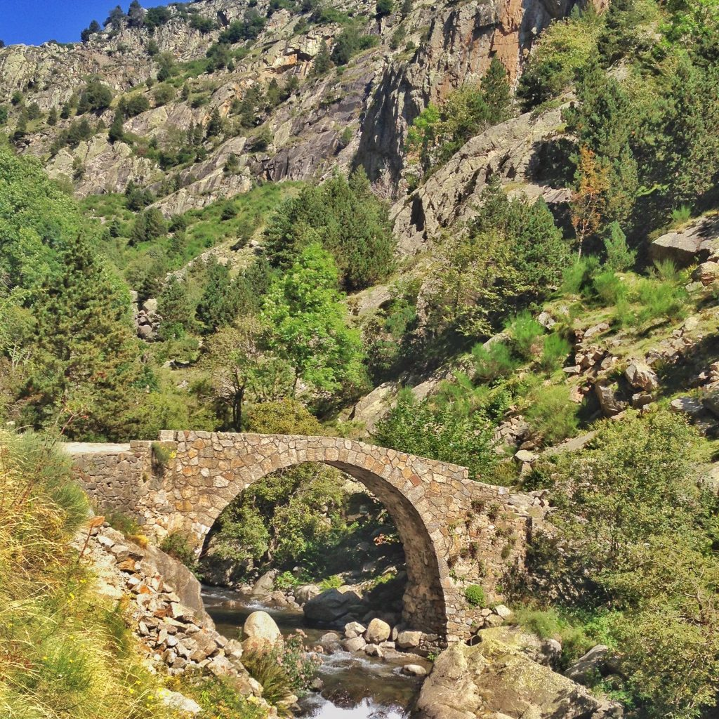 this bridge is part of the hiking trail from Queralbs to Nuria